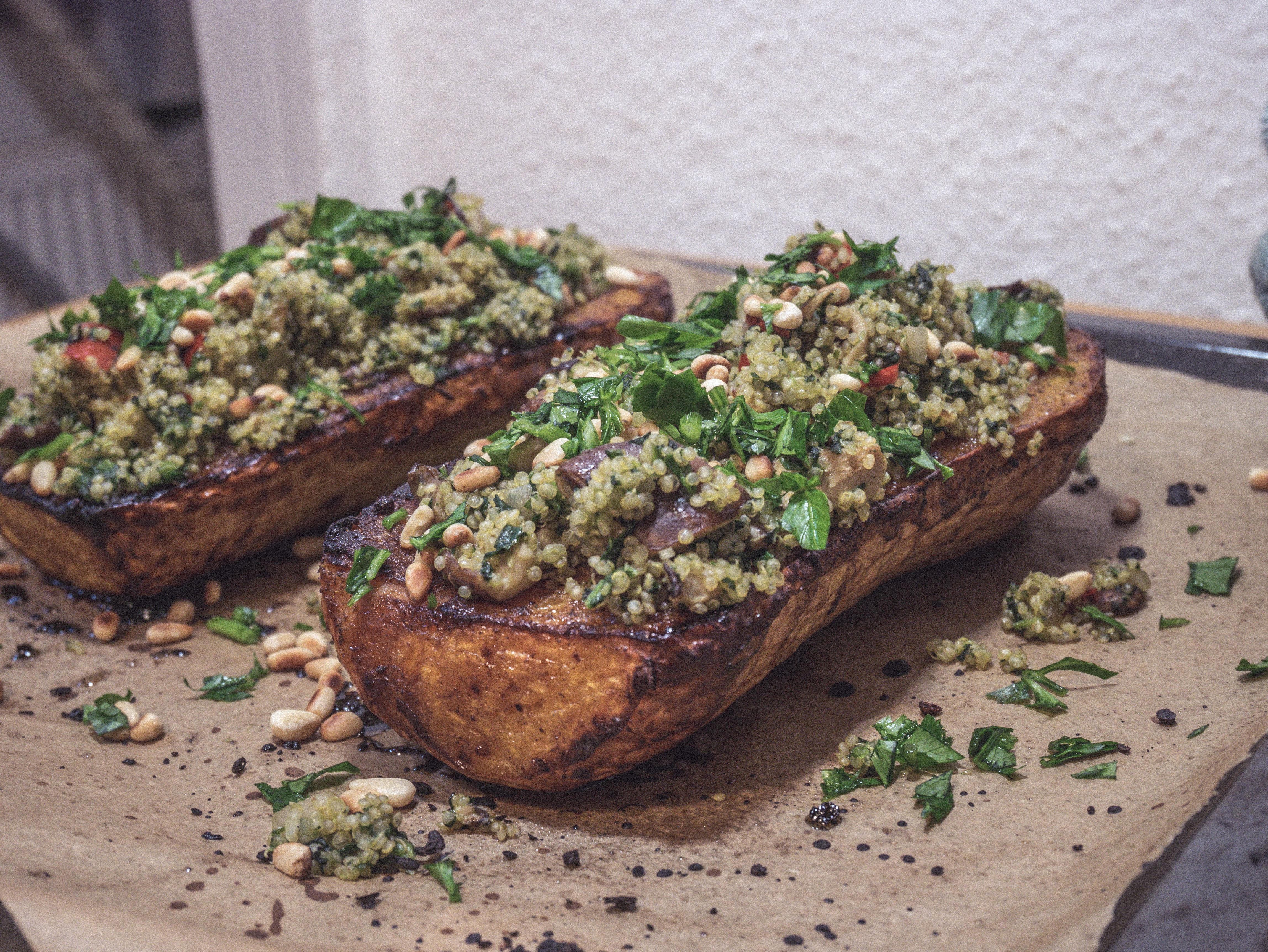 P1040220 Gefüllter Ofen Butternut-Kürbis mit Quinoa, Spinat und Shiitake